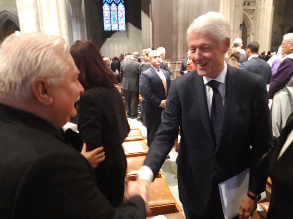 Lech Wałęsa witał się podczas uroczystości pogrzebowych George'a H. W. Busha z najważniejszymi politykami USA