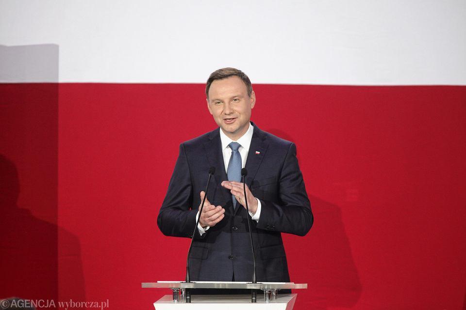 Zdjęcie numer 4 w galerii - Wybory prezydenckie 2015. Prezydent elekt Andrzej Duda: prezydent musi służyć narodowi [WYSTĄPIENIE PO OGŁOSZENIU WYNIKÓW]