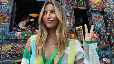 Julia Wieniawa pochwaliła się zdobyczą ze sklepu z używaną odzieżą. To perełka sprzed 20 lat (zdjęcie ilustracyjne)