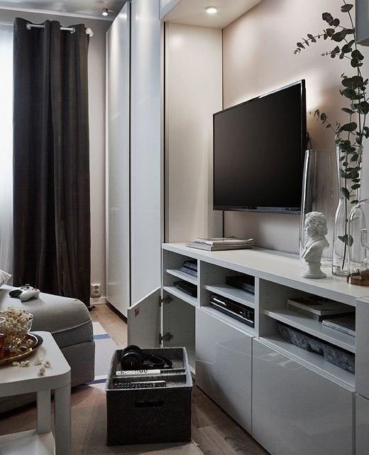 Ścianka TV w sypialnio-salonie