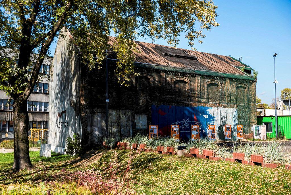 Wraz z dawną modelarnią zniknął charakterystyczny mural poświęcony Emilowi Škodzie