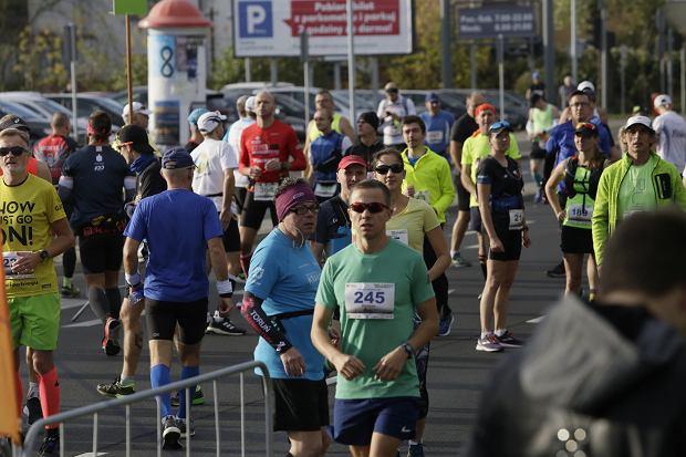 Zdjęcie numer 18 w galerii - Ponad 1200 biegaczy na starcie 37. Toruń Maraton, wygrał Łukasz Oskierko [ZDJĘCIA]