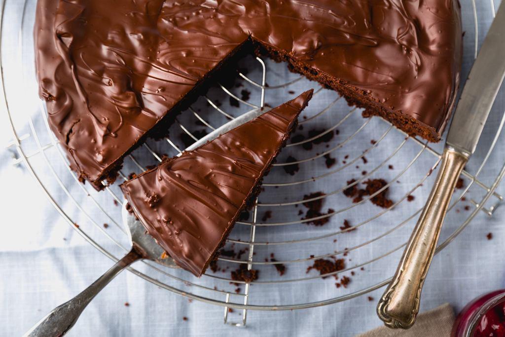 Ciasto czekoladowe - pyszny klasyk idealny na przyjęcie i bez okazji