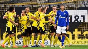 Borussia rozbiła Schalke w derbach Westfalii. Klub Piątka znów z porażką