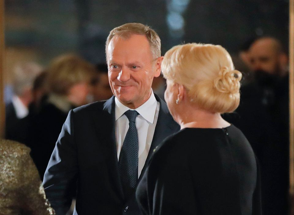 Donald Tusk witany w Bukareszcie przez premier Vioricę Dancilę