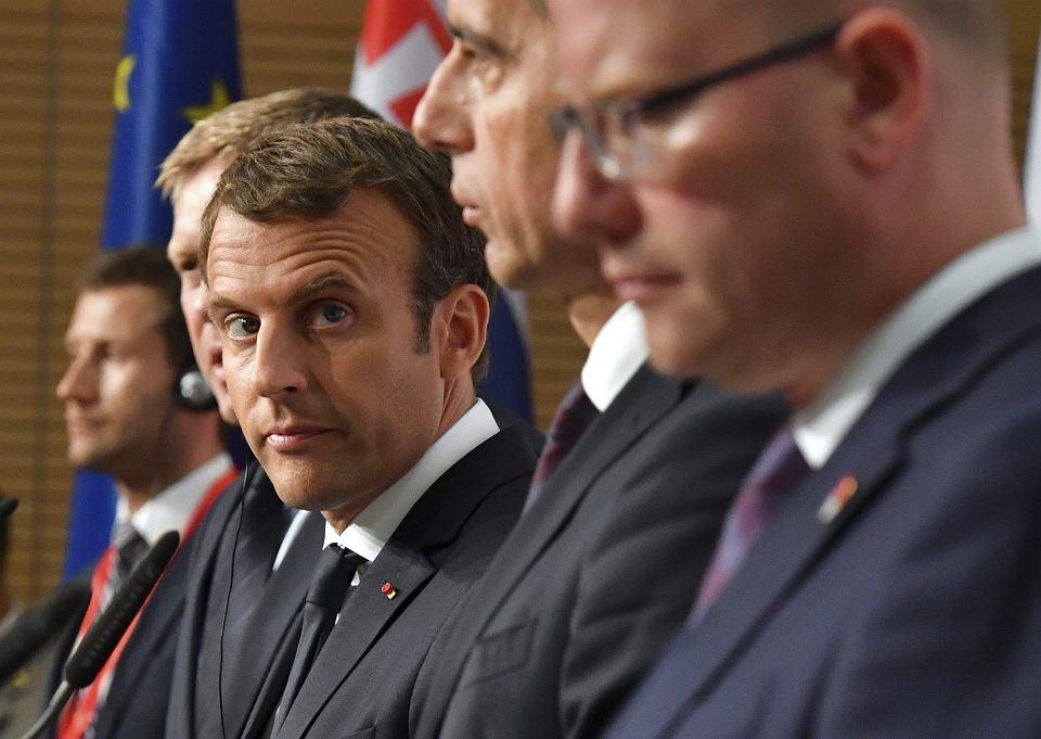 Prezydent Francji Emmanuel Macron (w środku) oraz premier Czech Bohuslav Sobotka, kanclerz Austrii Christian Kern i premier Słowacji Robert Fico podczas wspólnej konferencji prasowej, Salzburg, 23 sierpnia 2017 r.
