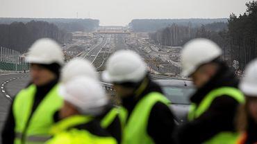 Budowa drogi szybkiego ruchu S17 na odcinku od Garwolina do granicy wojewodztw lubelskiego i  mazowieckiego w miejscowości Ruda. 14 grudnia 2018