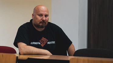 Arkadiusz Ordyniec, nauczyciel historii w liceum w Gdyni, ma stanąć przed komisją dyscyplinarną Kuratorium Oświaty za podburzanie uczniów do protestu