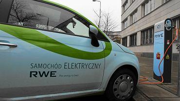 W Warszawie działają już stacje ładowania aut elektrycznych