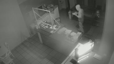 W Kolnie zgłoszono nietypowe włamanie. Łupy? Pieniądze, elektronika i... kebab z odbiorem osobistym