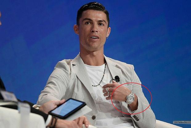 Cristiano Ronaldo odebrał nagrodę najlepszego na świecie. A na ręku miał najdroższy zegarek świata