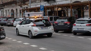 E-kontrola opłat parkingowych w Warszawie. Mamy statystyki - kierowcy częściej płacą