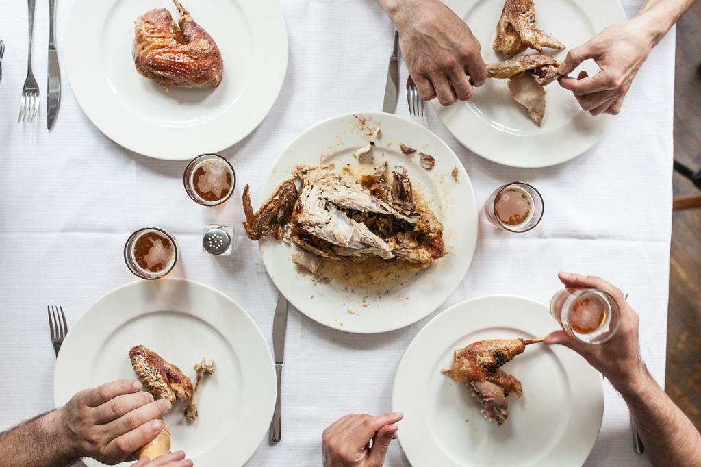 Różnica między prostym jedzeniem w dobrych i słabych restauracjach jest - zdaniem autorów książki - ogromna (fot. Igor Haloszka)