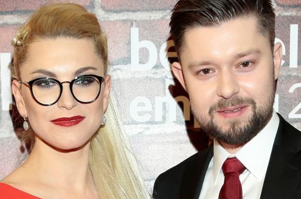 """Remigiusz Mróz i Katarzyna Bonda są parą. Znają się nie od dziś, jednak miłość """"wywróżyli"""" im fani. Co więcej, patrząc na media społecznościowe, mają się ku sobie już od dłuższego czasu."""