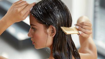 Maska humektantowa przeznaczona jest do włosów wysokoporowatych. Zdjęcie ilustracyjne