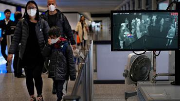 Epidemia koronawirusa. Kontrola na lotnisku w Hongkongu