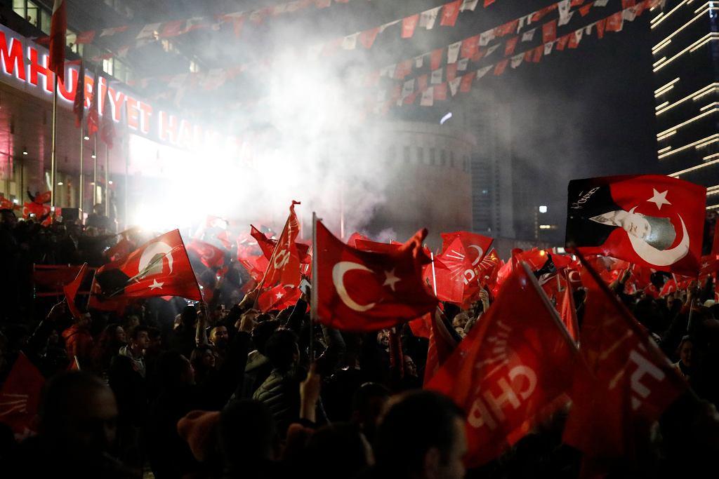 Zwolennicy Republikańskiej Partii Ludowej w Ankarze