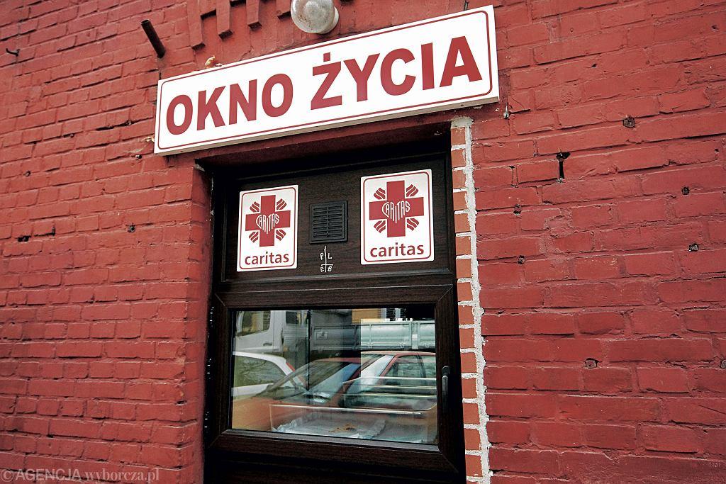 Okno życia na Hożej w Warszawie