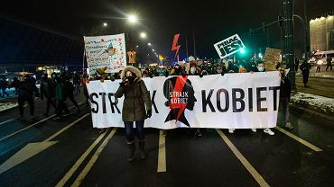 Protesty ws. wyroku TK nie szkodzą PiS? Poparcie wciąż wysokie [SONDAŻ]