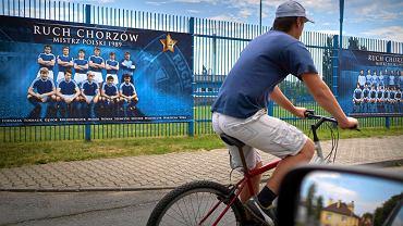 Przed stadionem Ruchu Chorzów