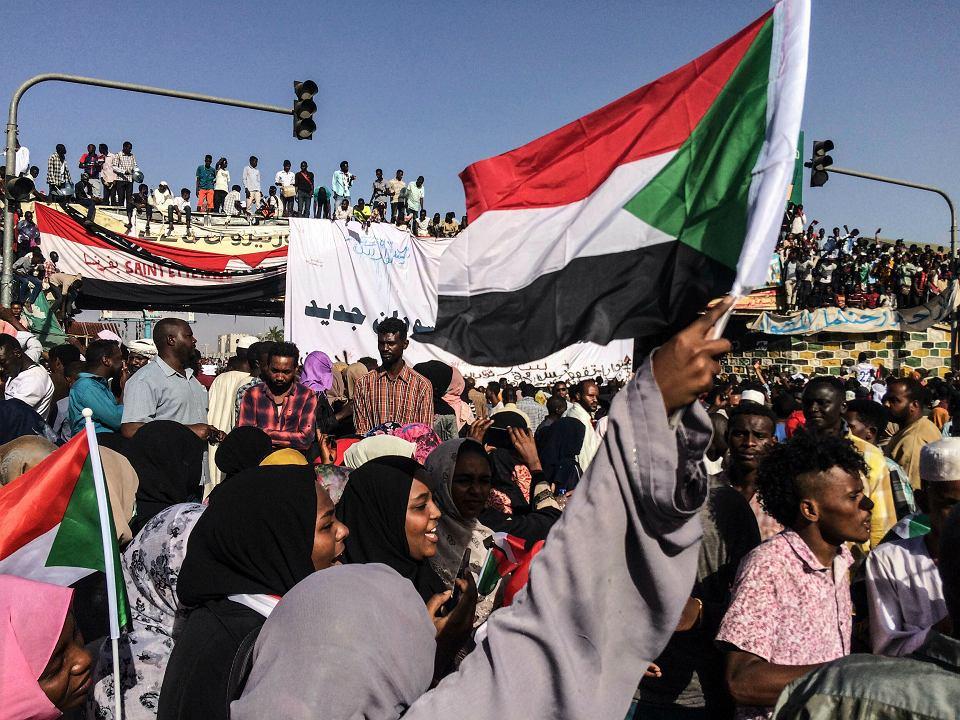 Demonstracja w stolicy Sudanu, Chartumie, 13 kwietnia 2019 r.