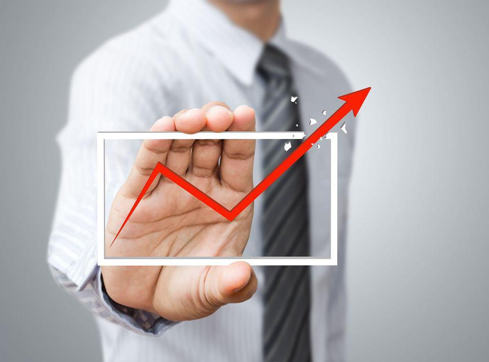 Najpopularniejsze wśród przedsiębiorców są kredyty obrotowe - korzysta z nich ponad połowa średnich i dwie piąte małych firm.