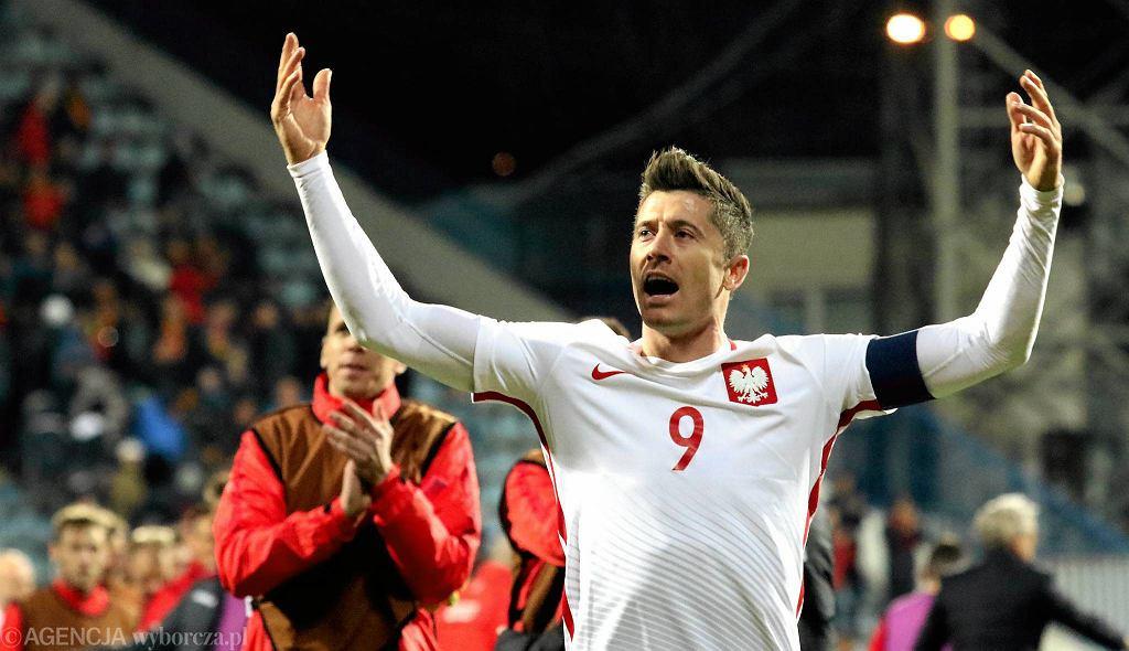 Robert Lewandowski podczas meczu eliminacji mistrzostw świata Czarnogóra - Polska