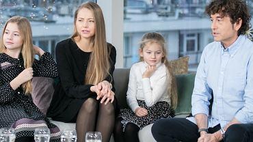 Piotr Rubik i Agata Rubik z córkami