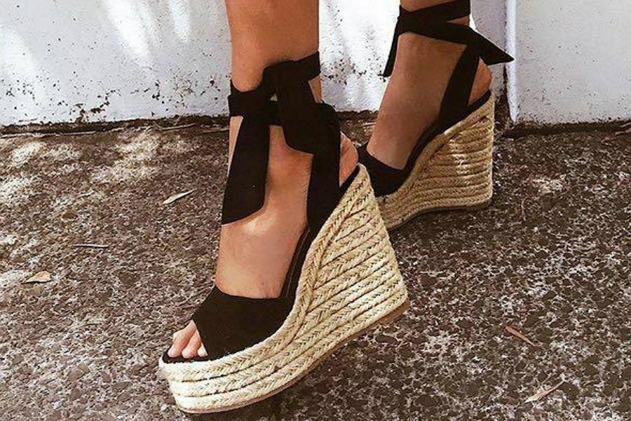 Wygodne buty na koturnie na sezon wiosna lato. Wiele modeli