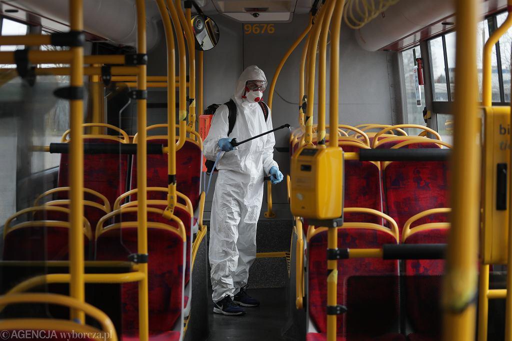 Dezynfekcja autobusów komunikacji miejskiej w Warszawie
