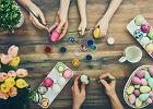 Jajko farbowane na jeden kolor. Jak farbować jajka?