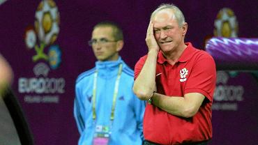 Franciszek Smuda ogląda mecz reprezentacji z Grecją