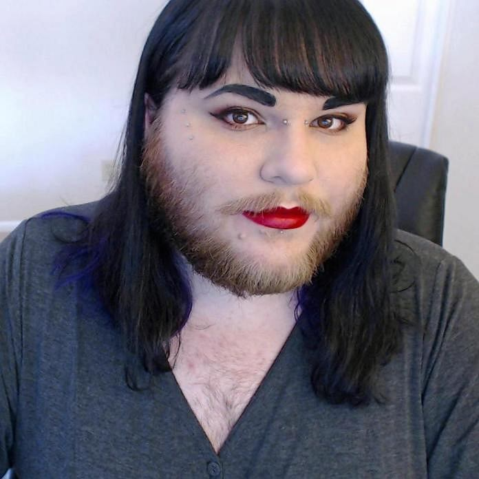 Nova Galaxia - kobieta z brodą