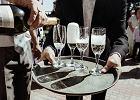 Jak zachować resztki szampana, by nie traciły właściwości? Pomoże trik z łyżką