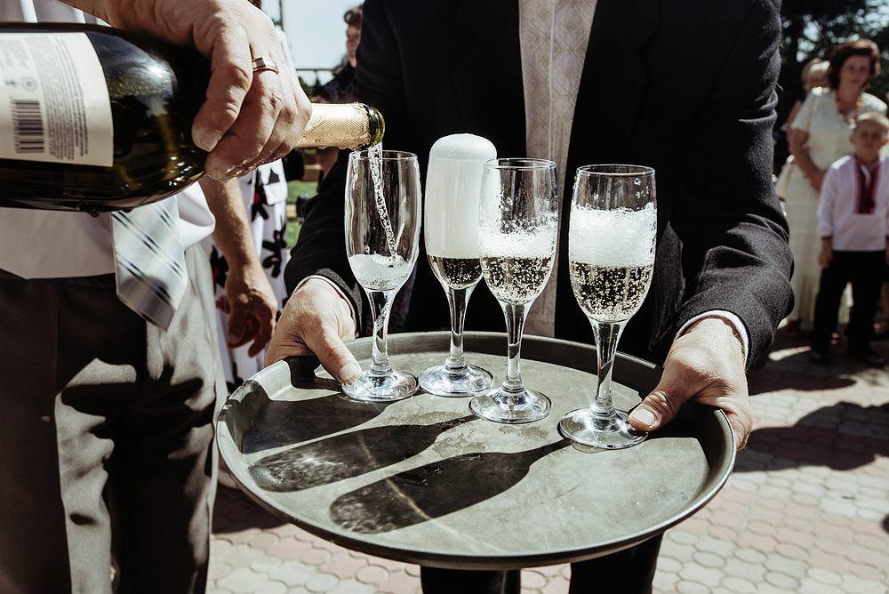 Szampan to niemal nieodzowny element świętowania wyjścia za mąż, nowej pracy czy po prostu końca ciężkiego tygodnia.