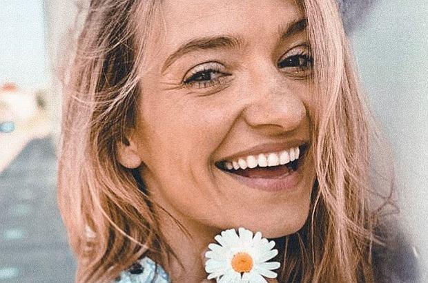 Joanna Koroniewska rzadko dodaje zdjęcia ze swoimi córkami. Teraz jednak zrobiła wyjątek i na jej profilu pojawiła się rodzinna fotografia.