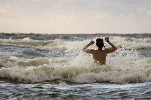 Tam można chodzić nago i bez skrępowania. Najlepsze plaże nudystów w Europie (Polsce też!), na których poczujecie się swobodnie