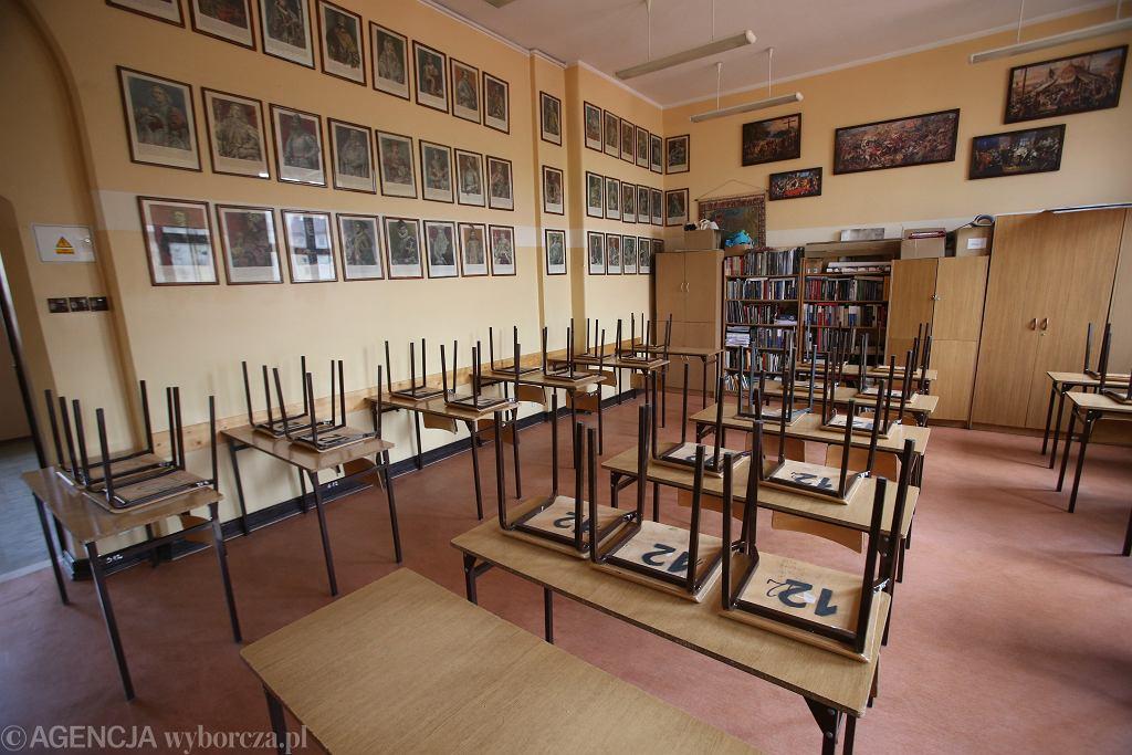 Sala lekcyjna w liceum, przed ponownym otwarciem szkół. Od 15 maja obowiązywać będzie nauczenie hybrydowe. Szczecin, 28 czerwca 2021