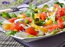 Sałatka z brzoskwiniami i kozim serem - ugotuj
