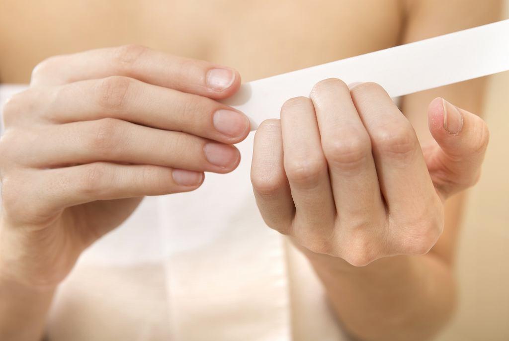 Zapominasz o tym kroku? Nie dziw się, że twój manicure jest nietrwały