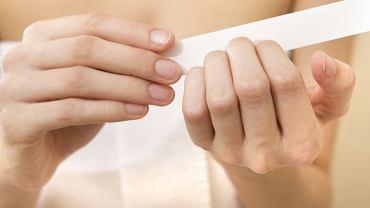 Jak uratować zniszczone paznokcie przed latem?