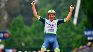 Giro d'Italia. Triumf Taco van der Hoorna. Holender przed metą złapał się za głowę [WIDEO]
