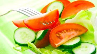Ogórek z pomidorem to popularne, ale niedobre połączenie