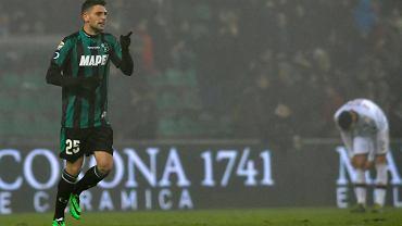 Domenico Berardi cieszy się po strzeleniu jednej z czterech bramek Milanowi