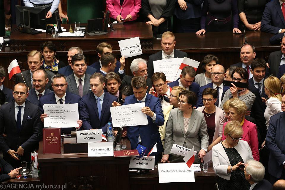 Protest opozycji w Sejmie w obronie wolności mediów, 16 grudnia 2016.