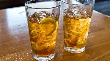 Kiedy wstawić napój do lodówki, by siędobrze schłodził? Polscy naukowcy opracowali kalkulator.