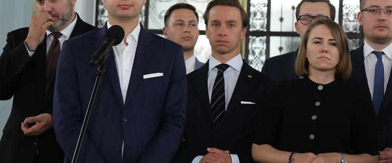 Posłowie Konfederacji nie chcą założyć maseczek na zaprzysiężenie Andrzeja Dudy