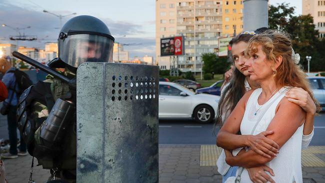 """Reporter Outriders dla Gazeta.pl: OMON przyjął taktykę totalnego zastraszenia. """"Wybiegło kilku kosmonautów"""""""
