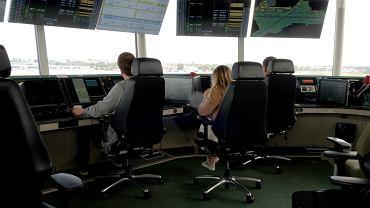 Wieża kontroli lotów na lotnisku im. Chopina