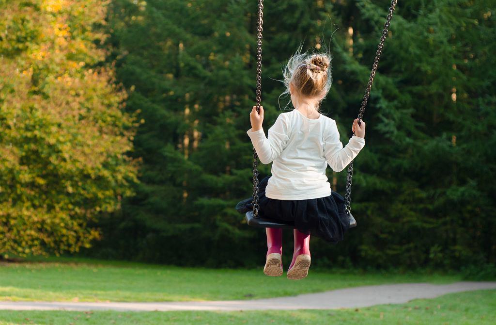 'Temperament, przeżywane lęki, poczucie nieśmiałości to nie są choroby, które musimy w dziecku wyleczyć. Jeśli skupimy się tylko na nich, szybko stracimy z oczu najważniejsze: nasze dziecko w całej swojej złożoności, z rozmaitymi cechami'